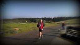 Jan loopt zijn 18 km op Vlieland